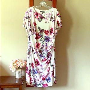 !Perfect Lauren floral dress!